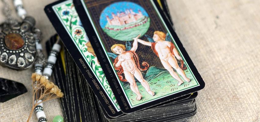 Les cartes divinatoires du Tarot ésotérique