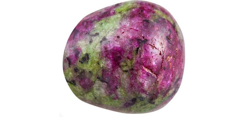 La pierre rubis zoisite et ses propriétés
