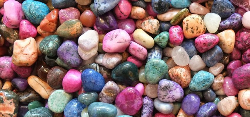 Découvrez la signification des couleurs des pierres