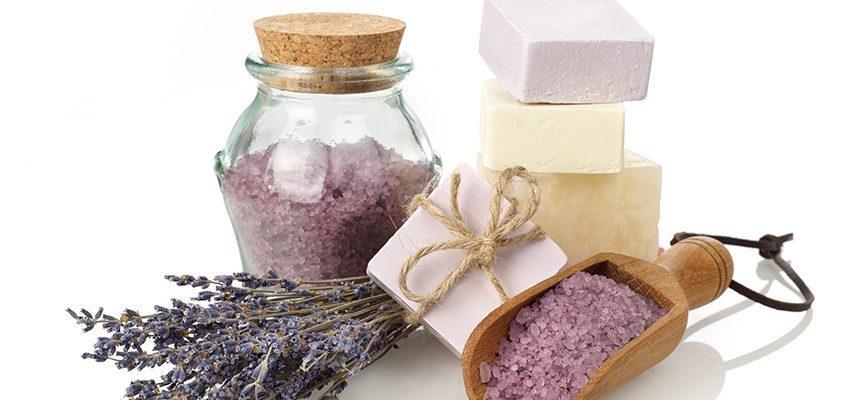 Les bienfaits du bain de gros sel à la lavande