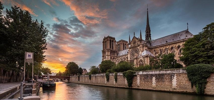 Le ciel explique l'incendie de la cathédrale Notre-Dame de Paris