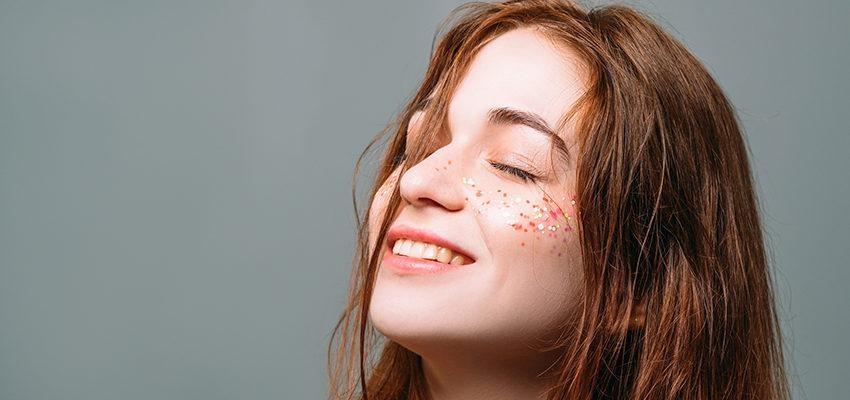 Yoga facial : une alternative réussie à la chirurgie esthétique ?