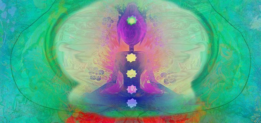 Comment se définit la relation entre le yoga et l'équilibre des chakras ?