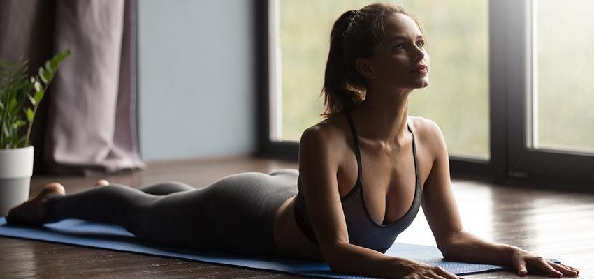 4 exercices pour renforcer ses abdos avec le yoga