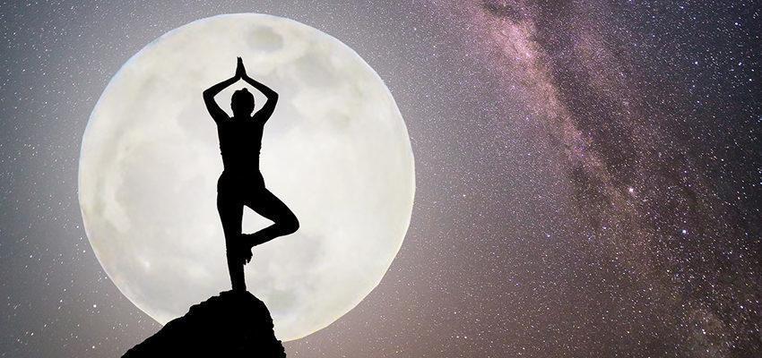 Découvrez les différentes postures de Yoga selon les phases lunaires