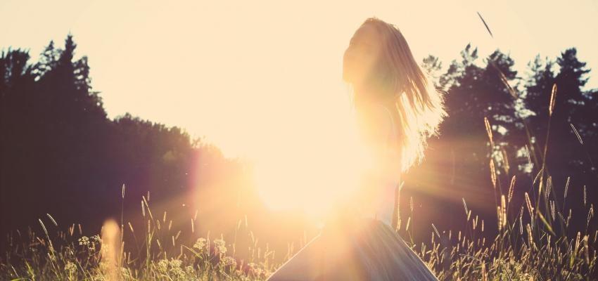 Pourquoi regarder le soleil nous fait éternuer ?