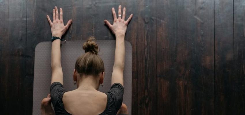 Quelles sont les poses de yoga d'ouverture du chakra de la couronne ?