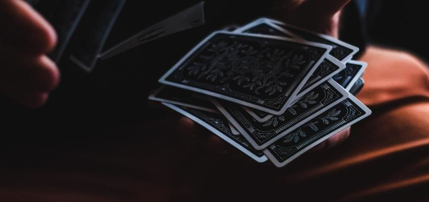 Quelles sont les significations des 22 arcanes majeurs à l'envers ?