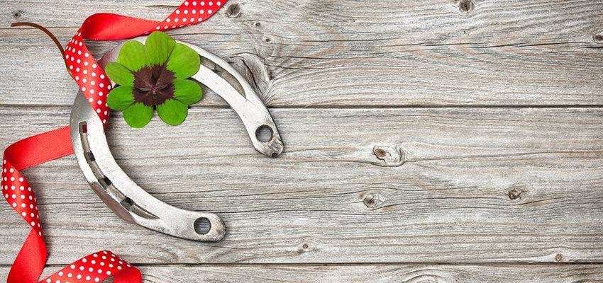 Pourquoi utiliser le fer à cheval comme porte-bonheur?