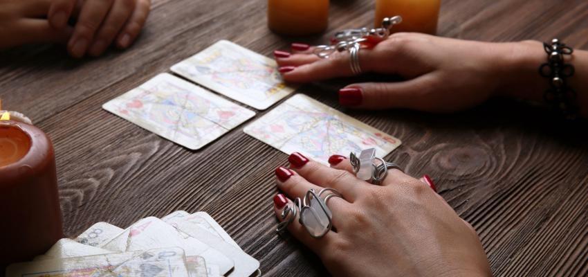 Tarot espagnol : vertus récréatives et divinatoires...