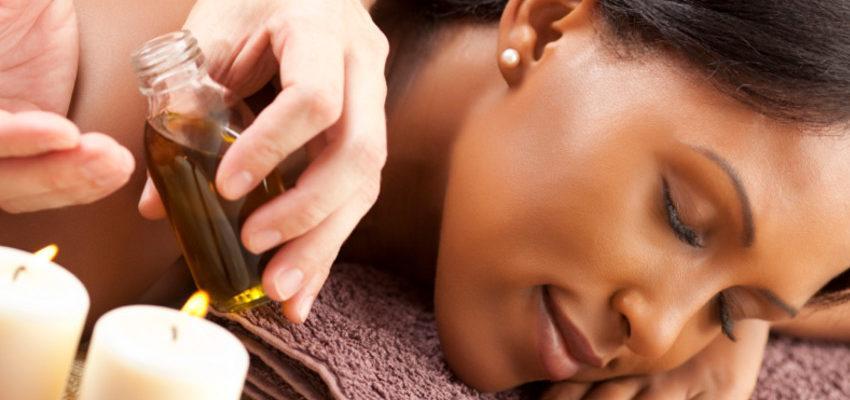 Le massage Abhyanga et les huiles thérapeutique de l'ayurvéda