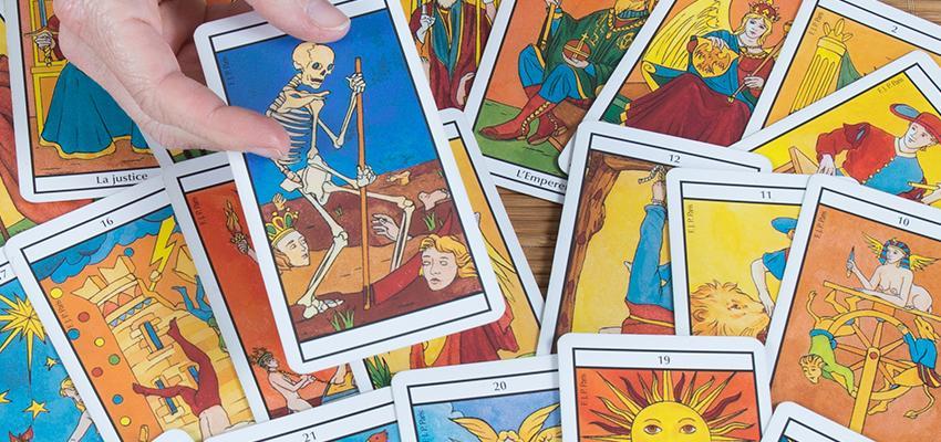 Association entre les cartes du tarot divinatoire de Marseille (VII à XII)