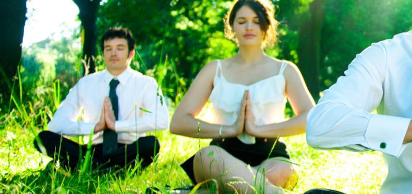 Faire de la méditation au travail est possible. Savez-vous comment?