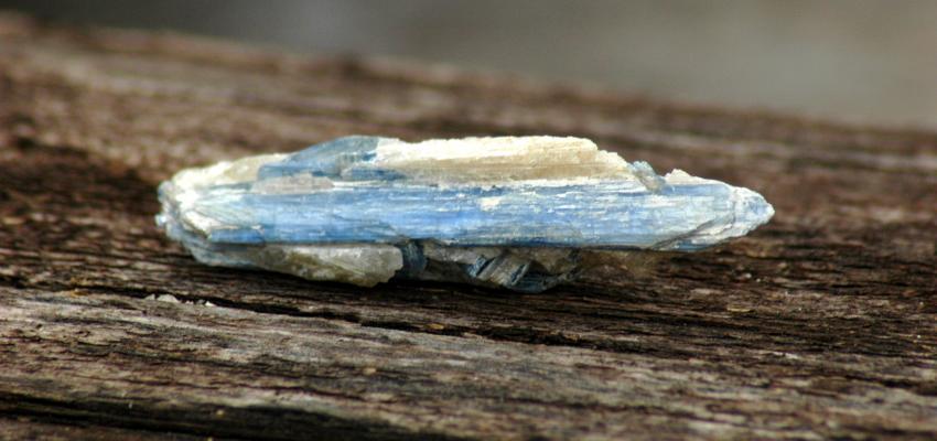 Minéralogie: tout ce qu'il faut savoir sur la cyanite