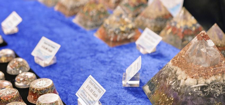 Découvrez les nombreux bienfaits d'orgonite : un mélange de pierre et de métal