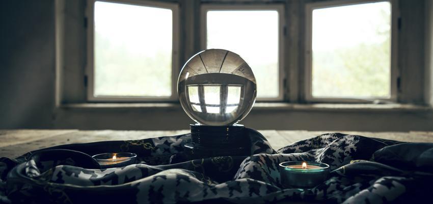 Doit-on poser une question à une boule de cristal ?