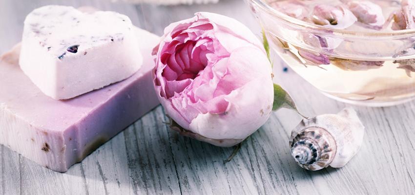 L'huile essentielle de bois de rose : anti-âge
