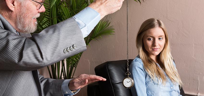 Hypnose conversationnelle : excellent moyen de contrôle de la pensée d'autrui