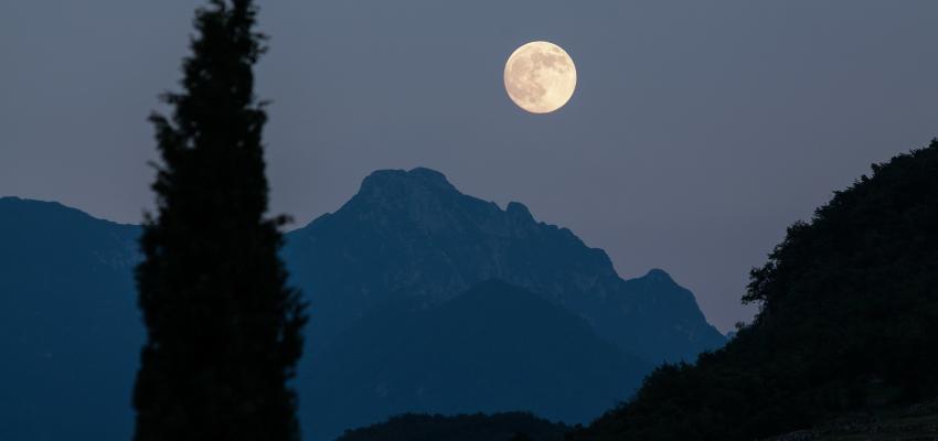 Ce qu'on doit savoir sur l'insomnie causée par la pleine lune
