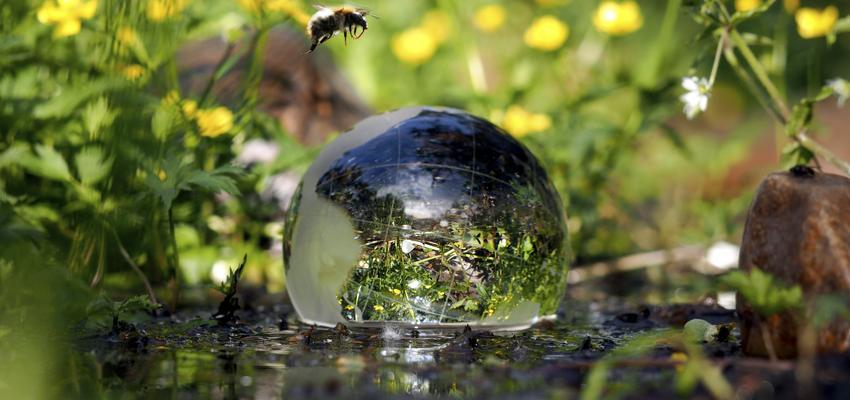 La purification d'une boule de cristal