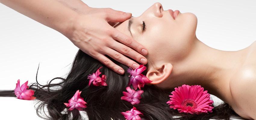 Le shiatsu du visage est une micro-acupuncture manuelle relaxante