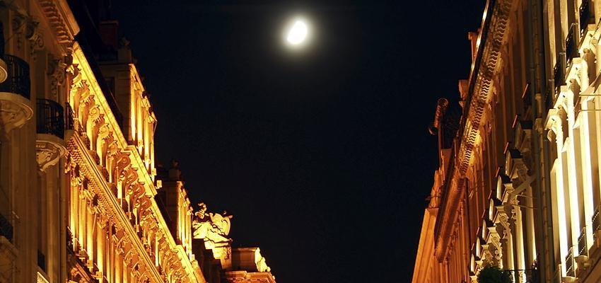 Les pierres et la pleine lune
