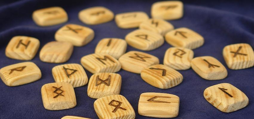 Apprenez à interpréter le nom avec les runes !