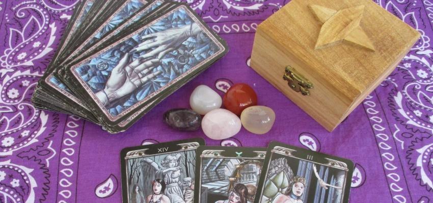 Les mystères du Tarot : découvrez comment interpréter ce jeu séculaire