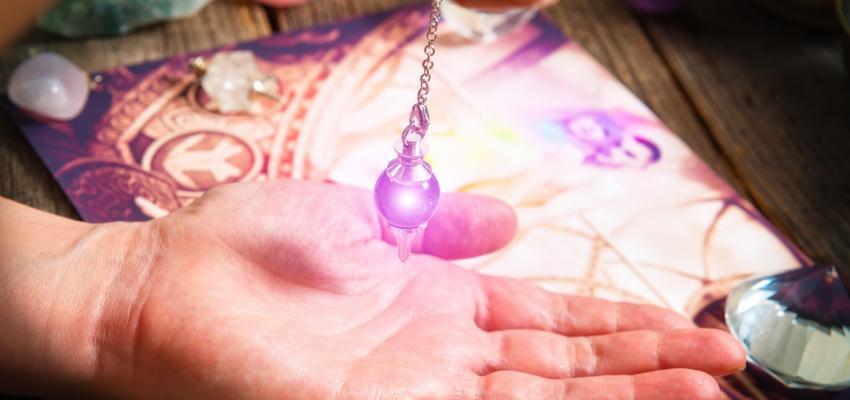 Oui ou non : les conventions d'un pendule divinatoire