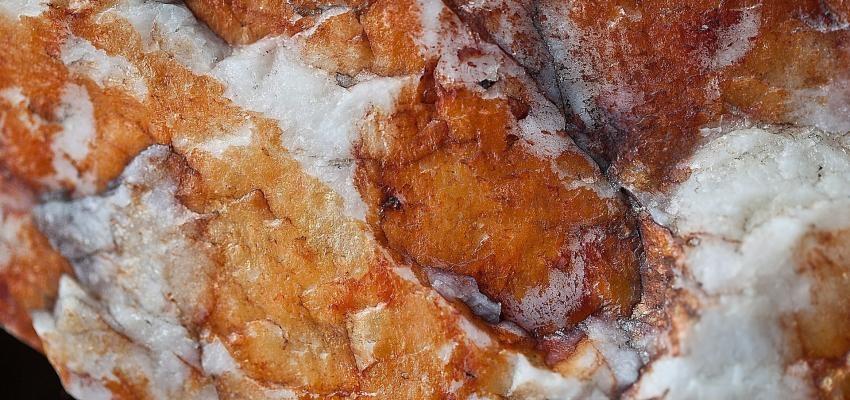 La pierre calcite rouge et ses propriétés