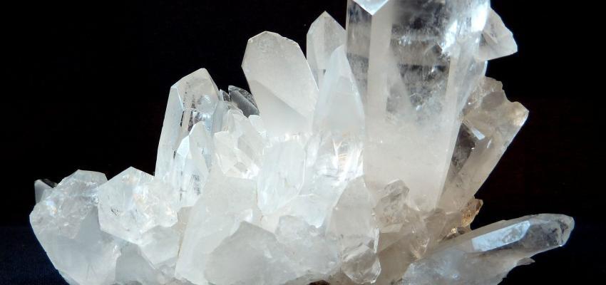 La pierre cristal laiteux et ses propriétés