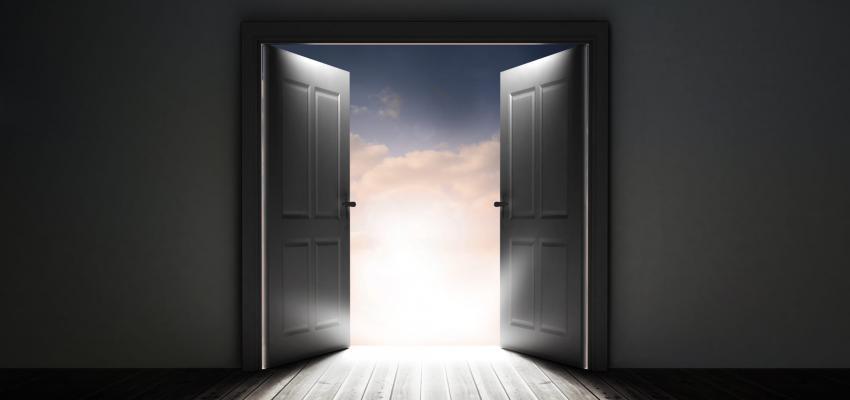 Porte qui s 39 ouvre toute seule hasard ou visite inattendue for Porte de garage basculante ne s ouvre plus