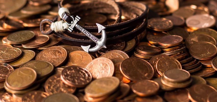 Rituel de l'eau d'argent : la recette pour améliorer votre vie financière