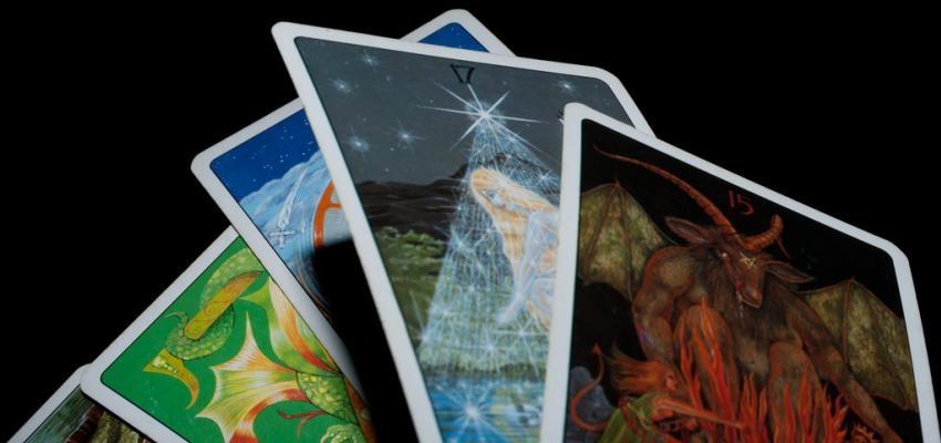 Comment faire une lecture de tarot à 5 cartes