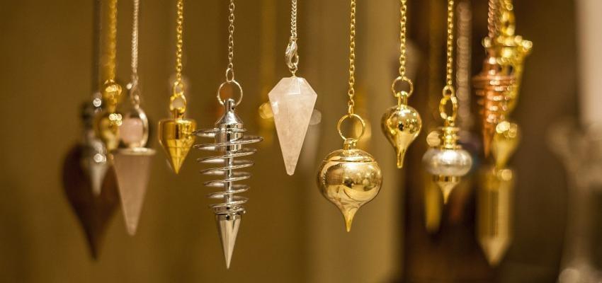 Comment tenir un pendule divinatoire ?