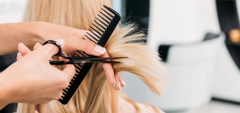 Calendrier Lunaire 2020 Coupe Cheveux.Quelle Est La Meilleure Lune Pour Se Couper Les Cheveux En