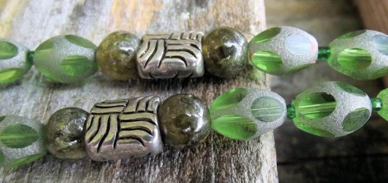pierre grenat vert