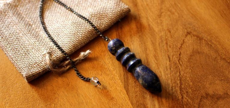 pendule divinatoire en pierre