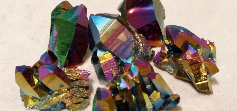 pierre cristal titane