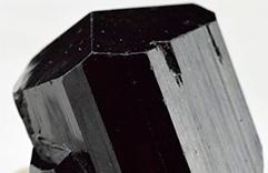 cristaux nécessaires aux empathes - tourmaline noire